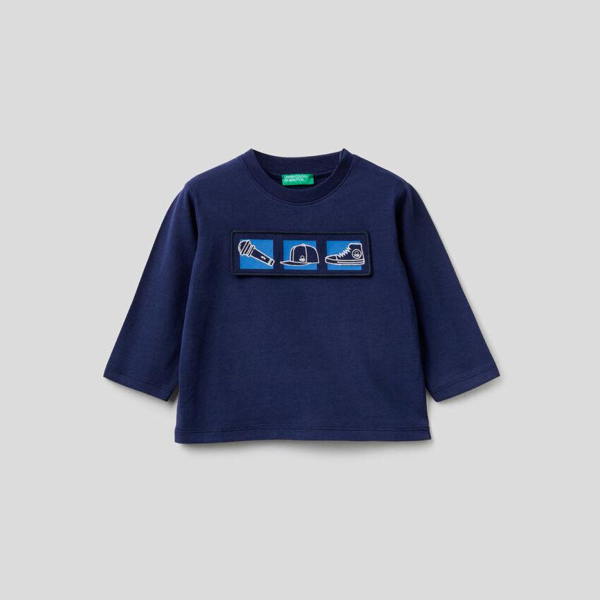 T-Shirt aus Bio-Baumwolle mit Applikationen