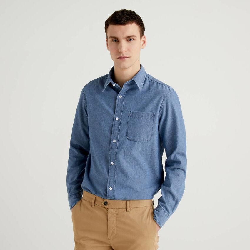 Slim-Fit-Hemd aus Chambray in 100% Baumwolle