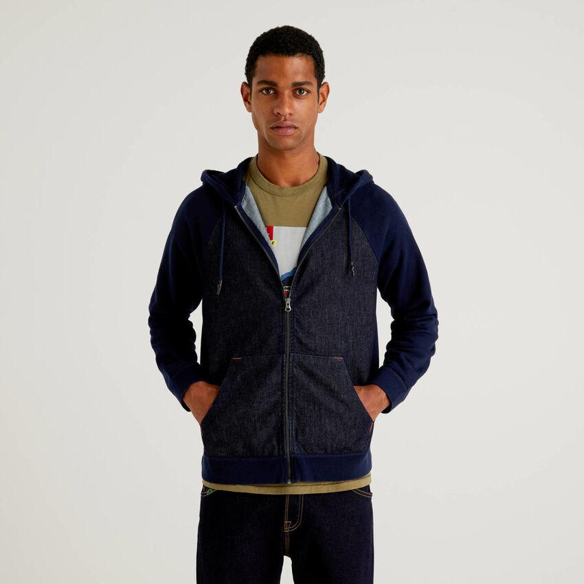 Sweatshirt mit Kapuze und Einsätzen aus Jeansstoff