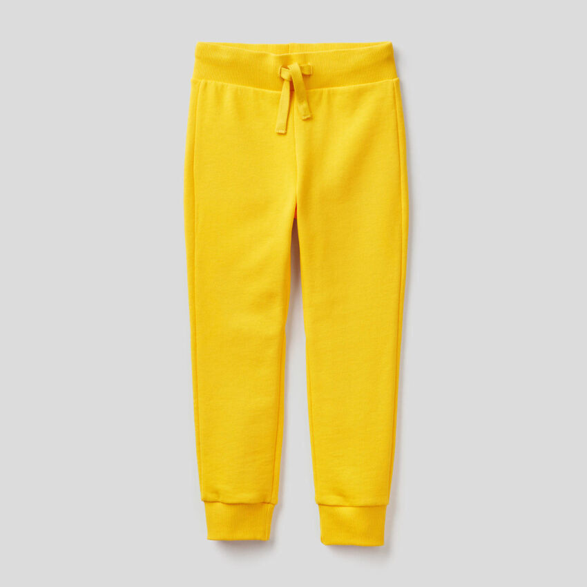 Sporthose aus Sweatstoff in Gelb