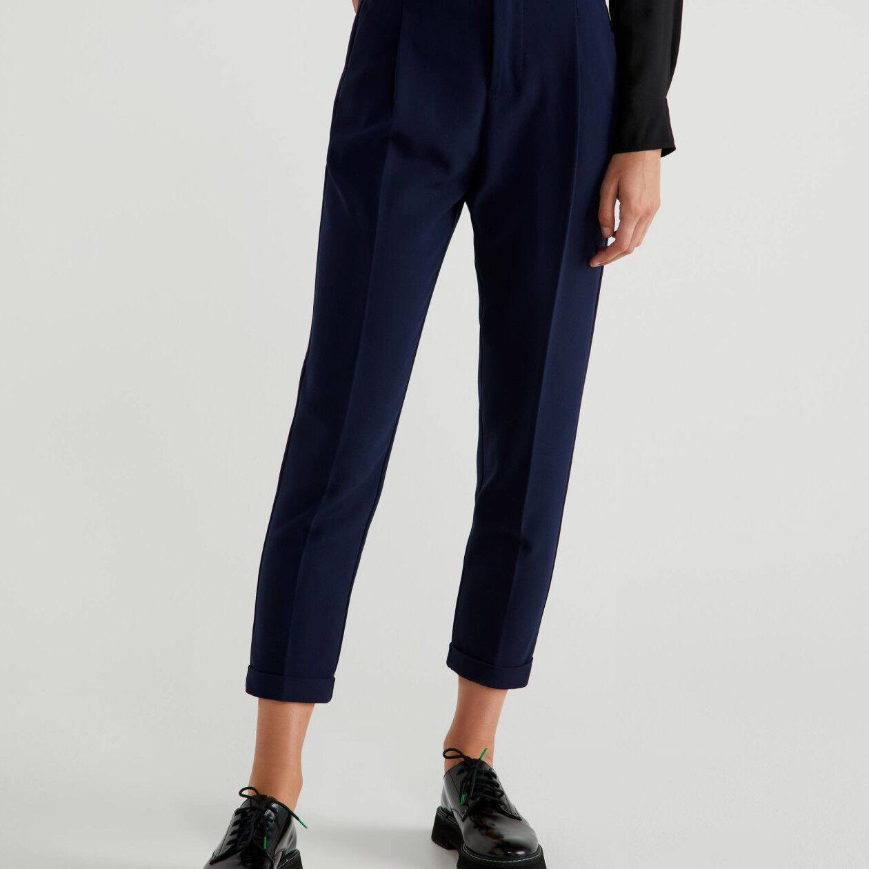 Hose mit Bundfalte und Aufschlag