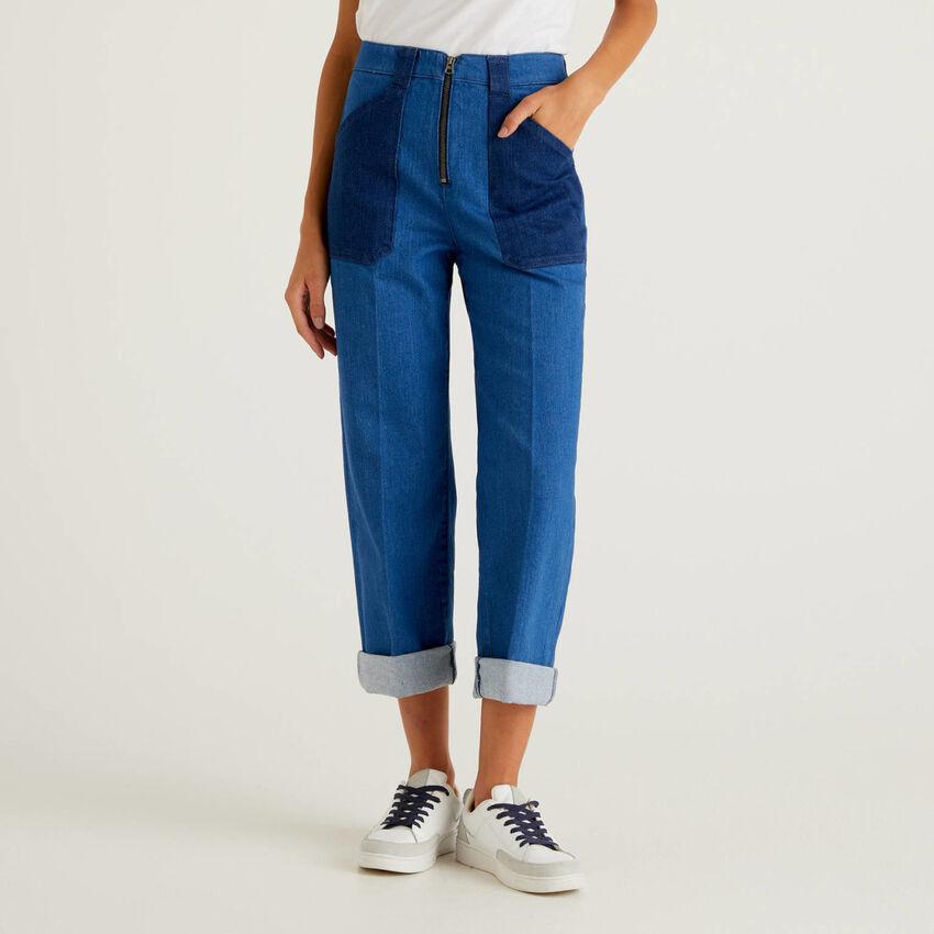 Jeans mit weitem Bein und Farbblöcken