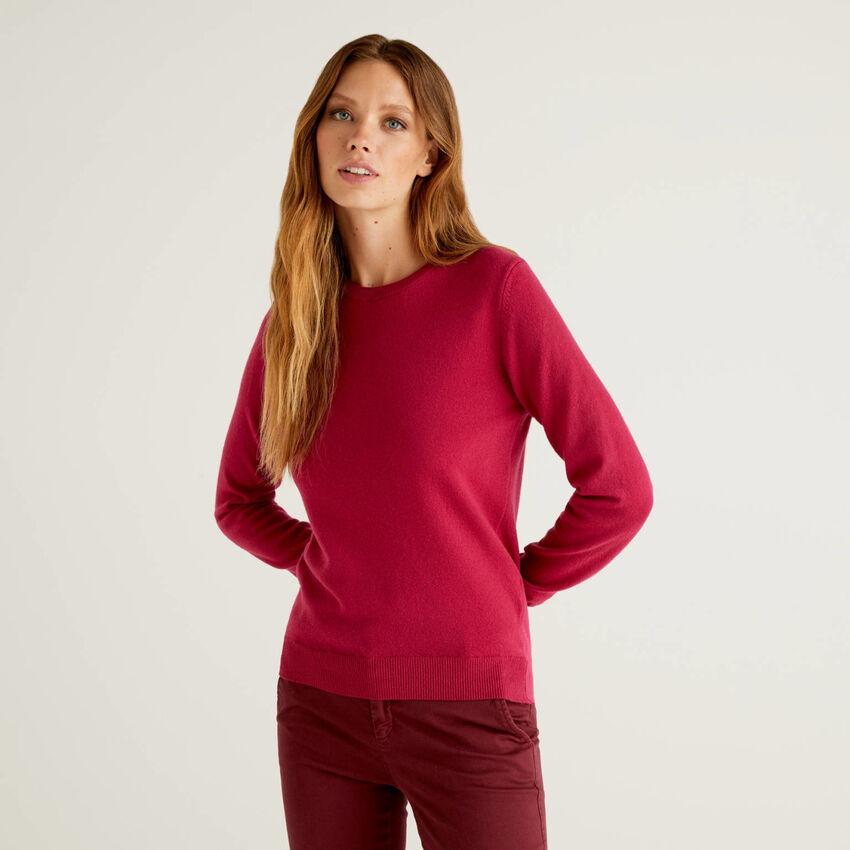 Pullover aus reiner Schurwolle in Zyklame mit Rundausschnitt