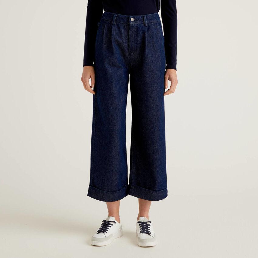 Jeanshose im Stil einer Culotte