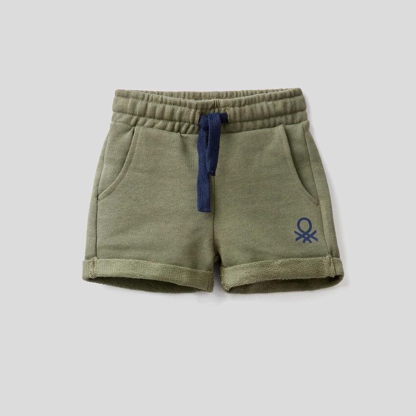 Kurze Hose aus Sweatstoff in 100% Baumwolle
