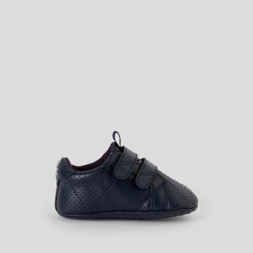 Sneakers für die ersten Schritte
