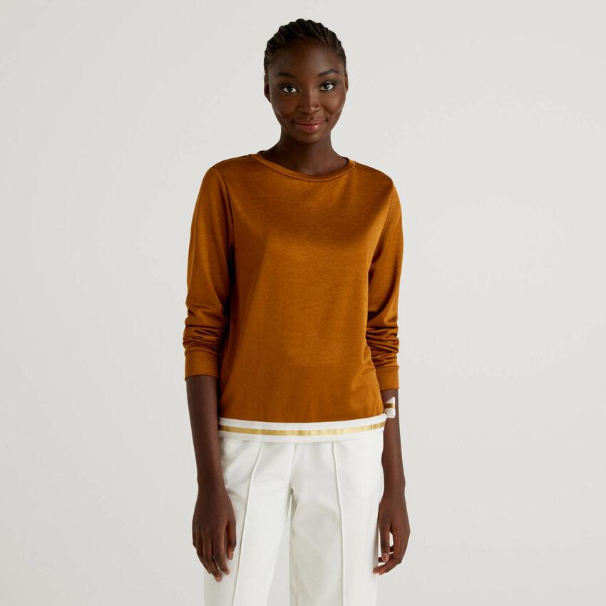 Pullover mit Saum unten in einer Kontrastfarbe