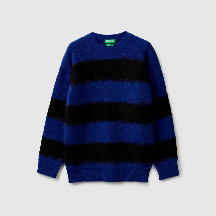 Pullover mit zweifarbigen Streifen